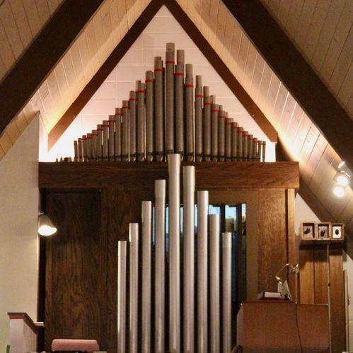 Church organ (Reuter Opus 1301) in the balcony.