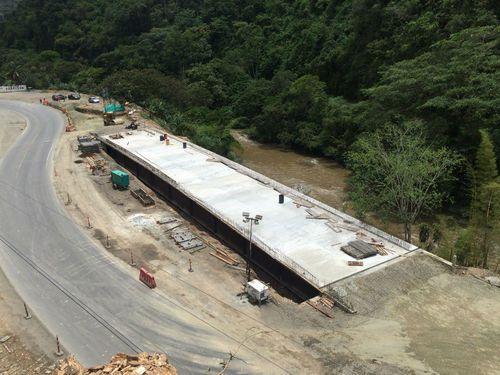 Vía Loboguerrero – Buenaventura – Puente vehicular K8+250 (Paraguas)