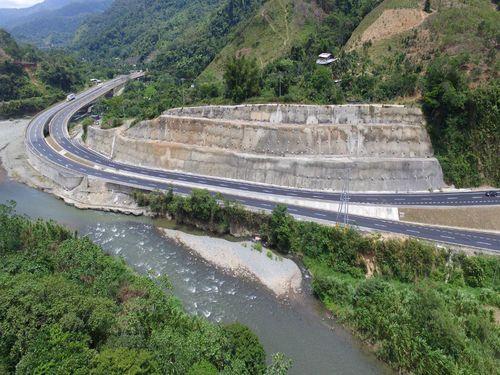 Vía Loboguerrero – Buenaventura – Talud Tres Chorros