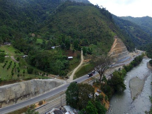 Vía Loboguerrero – Buenaventura – Talud Paraguas (1)