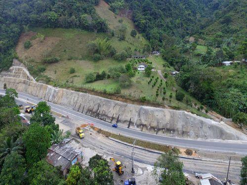Vía Loboguerrero – Buenaventura – Talud Paraguas (2)
