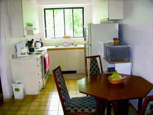 Vol apt kitchen