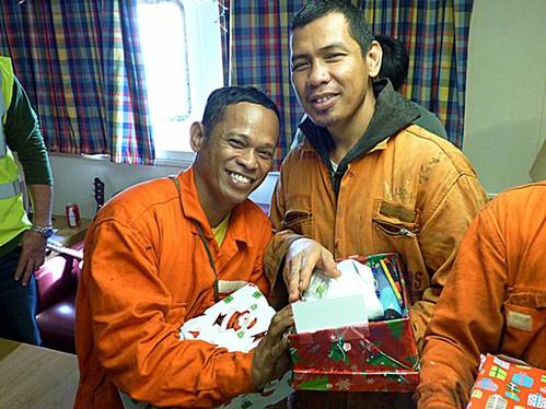Christmas parcel delivery to seafarers