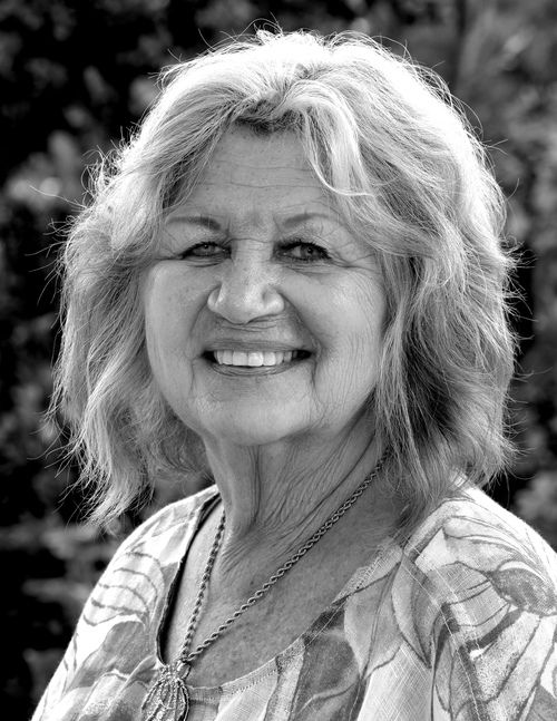 headshot of Karen taporowski, realtor